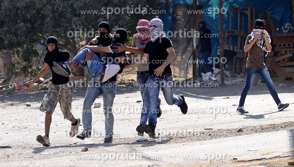 16.10.2015, Nablus, PSE, Gewalt zwischen Pal&auml;stinensern und Israelis, im Bild Zusammenst&ouml;sse zwischen Pal&auml;stinensischen Demonstranten und Israelischen Sicherheitskr&auml;fte // Palestinian protester carry an injured comrade during clashes with Israeli security forces at the Israeli Hawara checkpoint near the West Bank city of Nablus October 16, 2015. The unrest that has engulfed Jerusalem and the occupied West Bank, the most serious in years, has claimed the lives of 35 Palestinians and seven Israelis. The tension has been triggered in part by Palestinians' anger over what they see as increased Jewish encroachment on Jerusalem's al-Aqsa mosque compound, Palestine on 2015/10/16. EXPA Pictures &copy; 2015, PhotoCredit: EXPA/ APAimages/ Nedal Eshtayah<br /> <br /> *****ATTENTION - for AUT, GER, SUI, ITA, POL, CRO, SRB only*****