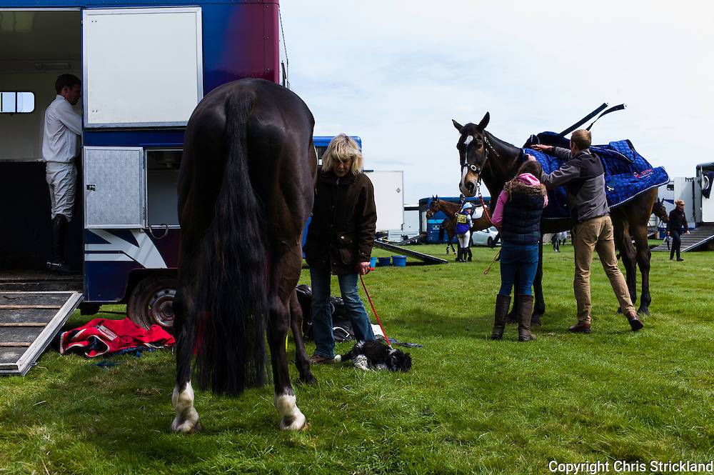 Floors Castle, Kelso, Roxburghshire, UK. 15th May 2015. All hands to the pump for the Galbraith yard as horses and riders make the transistion from show jumping to cross country at Floors International Horse Trials.
