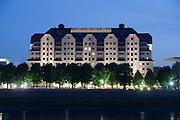 Hotel Erlweinspeicher bei Nacht, Elbe, Dresden, Sachsen, Deutschland | Hotel Erlweinspeicher at night, Elbe, Dresden, Saxony, Germany,