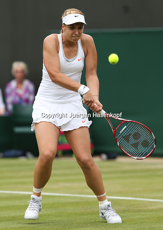 Wimbledon Championships 2013, AELTC,London,<br /> ITF Grand Slam Tennis Tournament,<br /> Sabine Lisicki (GER),Aktion,Einzelbild,Ganzkoerper,<br /> Hochformat,