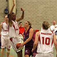 TUBBERGEN..Basketbal vrouwen, eredivisie: Twente-Amazone..Foto:Torunn Ytrehus enHeather Zurich..Editie: Sport....ffu press agency©2010 Wilco van Driessen..TT20101701..