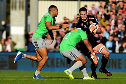 Jonny Hill of Exeter Chiefs is marked by Ben Tapuai of Harlequins - Mandatory by-line: Ryan Hiscott/JMP - 19/10/2019 - RUGBY - Sandy Park - Exeter, England - Exeter Chiefs v Harlequins - Gallagher Premiership Rugby
