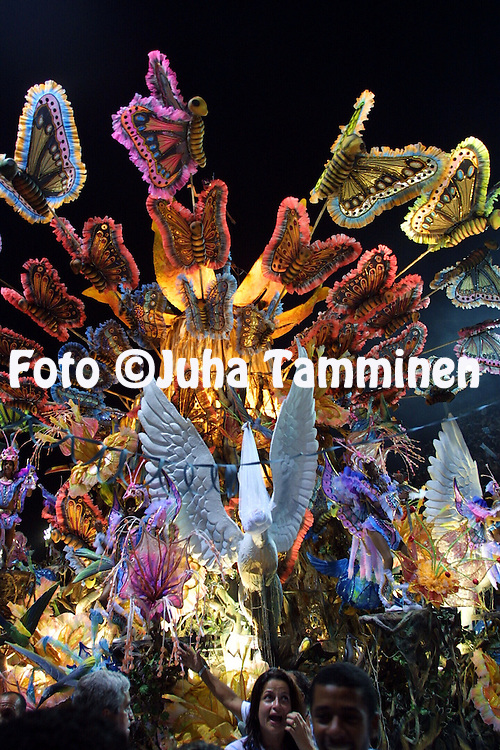 11.02.2002, Rio de Janeiro, Brazil..Carnaval 2002 - Desfile das Escolas de Samba, Grupo Especial / Carnival 2002 - Parades of the Samba Schools..Desfile de / Parade of:  G.R.E.S. Beija Flor de Nil?polis.©Juha Tamminen