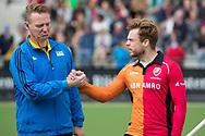 Eindhoven - Oranje Rood - Bloemendaal  Heren, Hoofdklasse Hockey Heren, Seizoen 2017-2018, 15-04-2018, Oranje Rood - Bloemendaal 1-1,  Scheidsrechter Coen van Bunge en Mink van der Weerden (Oranje Rood)<br /> <br /> (c) Willem Vernes Fotografie