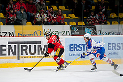 03.01.2017, Ice Rink, Znojmo, CZE, EBEL, HC Orli Znojmo vs EC VSV, 39. Runde, im Bild v.l. Colton Jaret Yellow Horn (HC Orli Znojmo) Christof Kromp (EC VSV) // during the Erste Bank Icehockey League 39th round match between HC Orli Znojmo andEC VSV at the Ice Rink in Znojmo, Czech Republic on 2017/01/03. EXPA Pictures © 2017, PhotoCredit: EXPA/ Rostislav Pfeffer