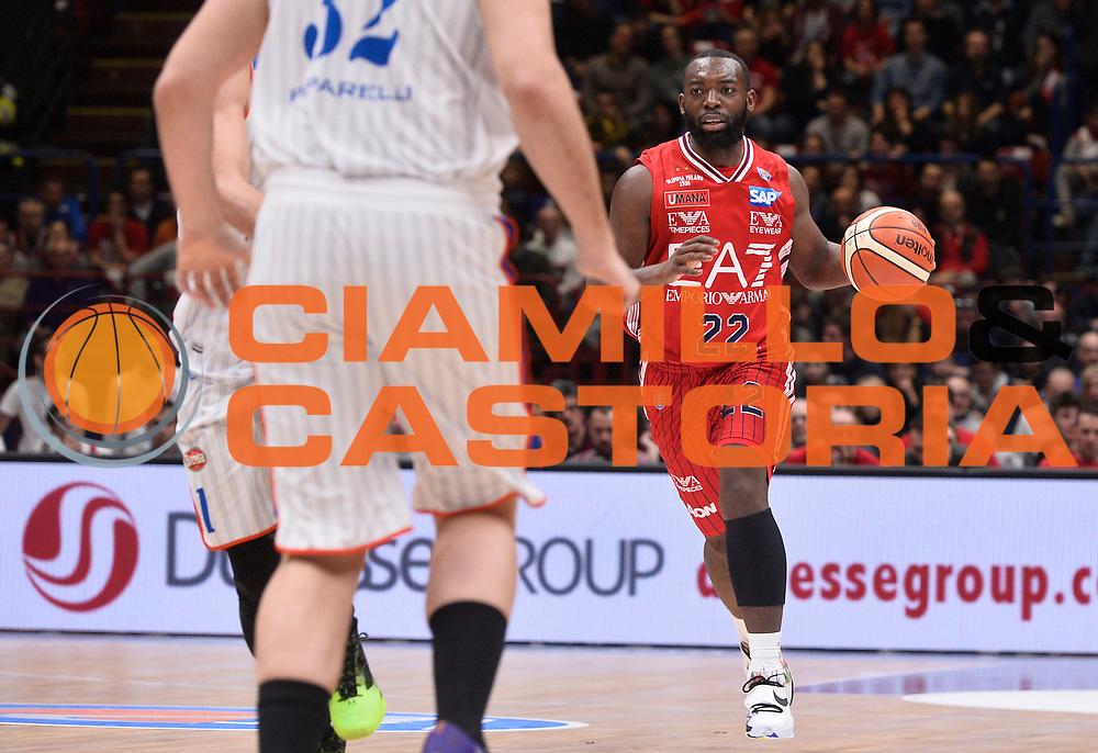 DESCRIZIONE : Beko Legabasket Serie A 2015- 2016 EA7 Emporio Armani Olimpia Milano - Acqua Vitasnella Cantu'<br /> GIOCATORE : Charles Jenkins<br /> CATEGORIA : palleggio<br /> SQUADRA : EA7 Emporio Armani Olimpia Milano<br /> EVENTO : Beko Legabasket Serie A 2015-2016<br /> GARA : EA7 Emporio Armani Olimpia Milano - Acqua Vitasnella Cantu'<br /> DATA : 20/03/2016<br /> SPORT : Pallacanestro <br /> AUTORE : Agenzia Ciamillo-Castoria/R.Morgano