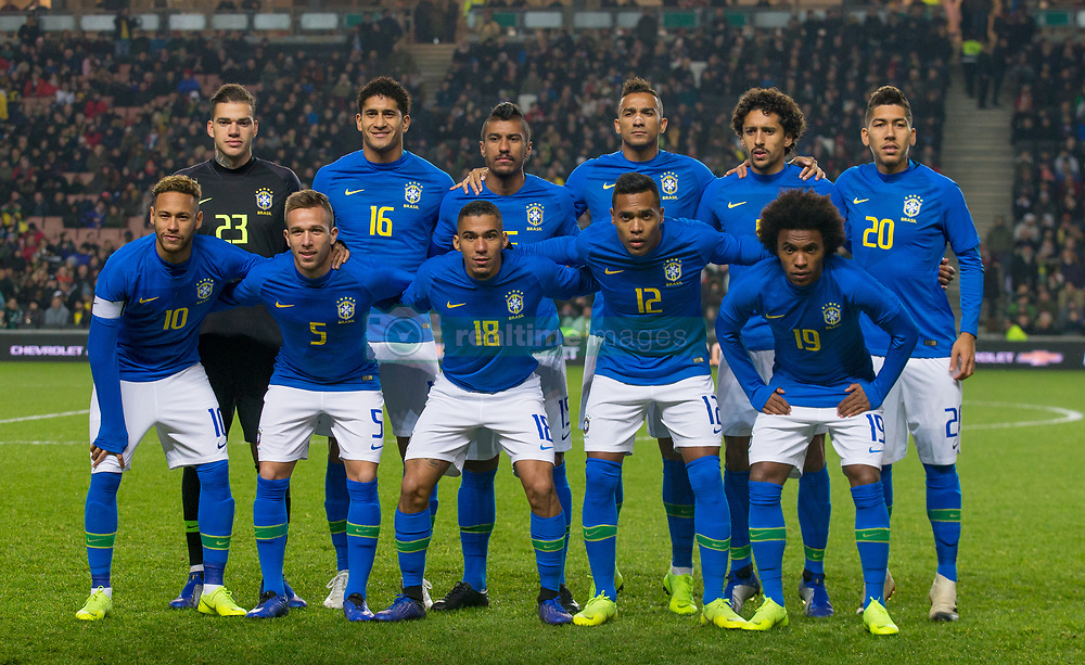 November 20, 2018 - Milton Keynes, England, United Kingdom - Brazil pre match team photo (back row l-r) Goalkeeper Ederson (Manchester City), Pablo (Bordeaux), Paulinho (Guangzhou Evergrande), Danilo (Manchester City), Marquinhos (Paris Saint-Germain) and Roberto Firmino (Liverpool) (front row l-r) Neymar (Paris Saint-Germain), Arthur (Barcelona), Allan (Napoli), Alex Sandro (Juventus) and Willian (Chelsea) of Brazil during Chevrolet Brazil Global Tour International Friendly between Brazil and Cameroon at Stadiummk stadium in Milton Keynes, Dons Football Club, England, UK on 20 November 2018. (Credit Image: © Action Foto Sport/NurPhoto via ZUMA Press)