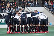 AMSTELVEEN - teamhuddle Amsterdam  tijdens de hoofdklasse hockeywedstrijd AMSTERDAM-ORANJE ROOD (4-5).  COPYRIGHT KOEN SUYK
