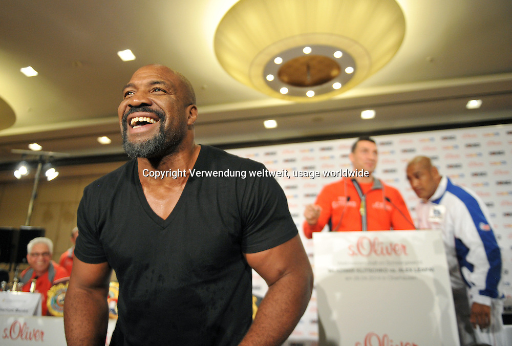 The American heavyweight boxer Shannon Briggs (l) 04/22/2014 a press conference in Dusseldorf, Germany. At right are Wladimir Klitschko from Ukraine, World Heavyweight Champion in the WBA, IBF, WBO and IBO and the boxer Alex Leapai (r) from Australia. The boxer Leapai competes on 04.26.2014 in Oberhausen as a challenger against Klitschko. Photo: Matthias Balk / dpa