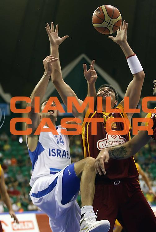DESCRIZIONE : Poznan Poland Polonia Eurobasket Men 2009 Preliminary Round  Israele Macedonia Israel F.Y.R. of Macedonia<br /> GIOCATORE : Predrag Samardziski<br /> SQUADRA : Macedonia F.Y.R. of Macedonia<br /> EVENTO : Eurobasket Men 2009<br /> GARA : Israele Macedonia Israel F.Y.R. of Macedonia<br /> DATA : 08/09/2009 <br /> CATEGORIA : rimbalzo rebound<br /> SPORT : Pallacanestro <br /> AUTORE : Agenzia Ciamillo-Castoria/A.Vlachos<br /> Galleria : Eurobasket Men 2009 <br /> Fotonotizia : Poznan Poland Polonia Eurobasket Men 2009 Preliminary Round Israele Macedonia Israel F.Y.R. of Macedonia<br /> Predefinita :