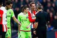 20-03-2016 VOETBAL:PSV-AJAX:EINDHOVEN<br /> Luuk de Jong van PSV in discussie  met scheidsrechter Kuipers<br /> <br /> Foto: Geert van Erven