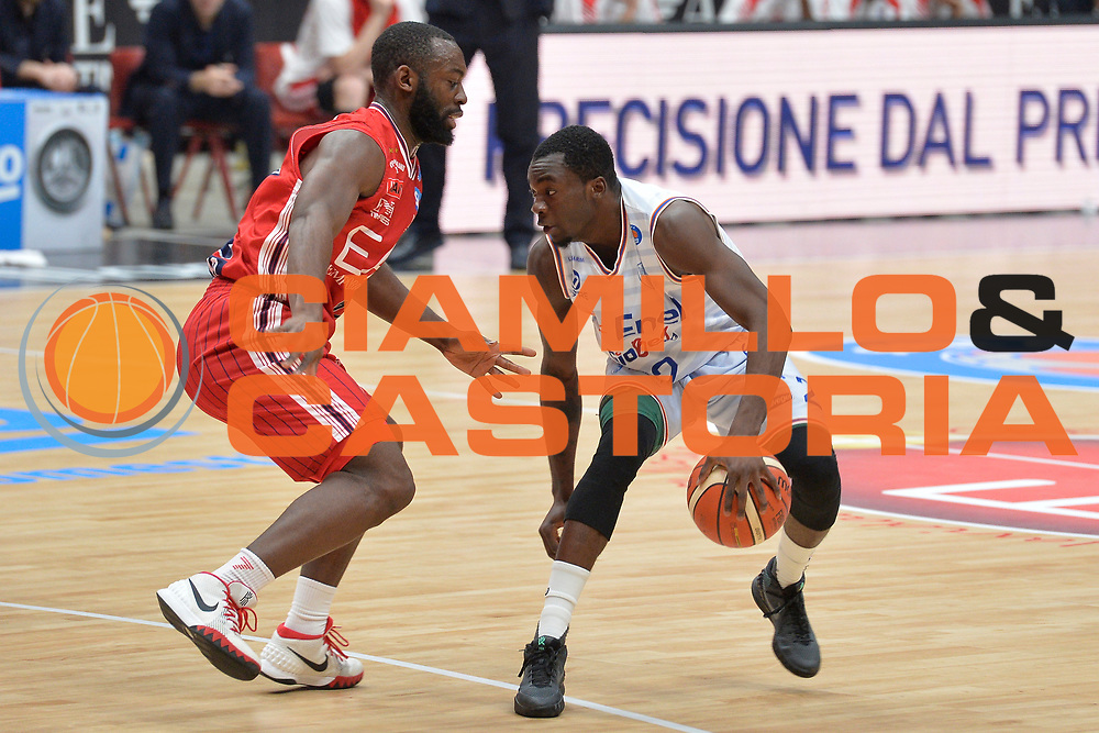 DESCRIZIONE : Milano Lega A 2015-16 Olimpia EA7 Emporio Armani Milano Enel Brindisi<br /> GIOCATORE : Durand Scott<br /> CATEGORIA : Palleggio<br /> SQUADRA : Enel Brindisi<br /> EVENTO : Campionato Lega A 2015-2016<br /> GARA : Olimpia EA7 Emporio Armani Milano Enel Brindisi<br /> DATA : 20/12/2015<br /> SPORT : Pallacanestro <br /> AUTORE : Agenzia Ciamillo-Castoria/I.Mancini<br /> Galleria : Lega Basket A 2015-2016  <br /> Fotonotizia : Milano Lega A 2015-16 Olimpia EA7 Emporio Armani Milano Enel Brindisi<br /> Predefinita :