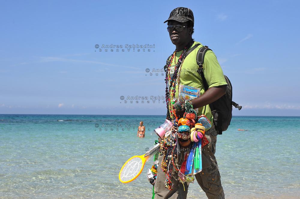 Gallipoli (Puglia), Italy 2010: Venditore ambulante in spiaggia.<br /> &copy;Andrea Sabbadini