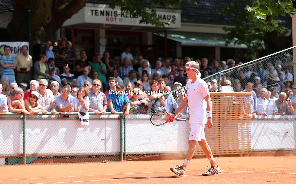 Tennis Bundesliga 2012,TK Kurhaus Aachen gegen TC Blau-Weiß Halle ,Tennis Turnier,Club, Sandplatz, Deutsche  Meisterschaft,Aachen Spieler Cedrik Marcel Stebe, Zuschauer und Klubhaus im Hintergrund,
