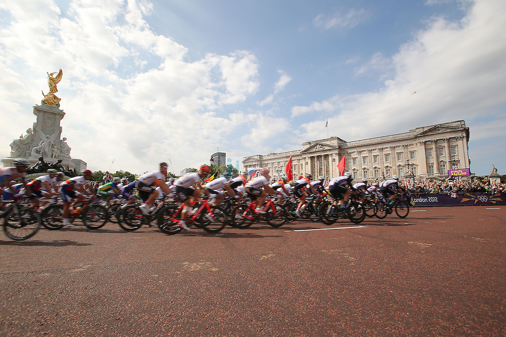 The peleton passes by Buckingham Palace at the start of the Olympic Cycling men's road race during day 1 of the Olympic Games London, 28 Jul 2012..(Jed Jacobsohn/for The New York Times)....