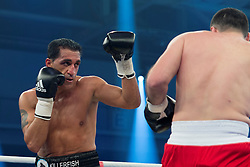 12.03.2016, Jahnsportforum, Neubrandenburg, GER, Boxgala, WBA Weltmeisterschaftskampf, im Bild v.l. Ismail Oezen (Germany) vs Aleksandar Kuvac (Bosnia-Herzegovina) Super Middleweight // during the WBA Light Heavyweight World Championship Boxgala at the Jahnsportforum in Neubrandenburg, Germany on 2016/03/12. EXPA Pictures © 2016, PhotoCredit: EXPA/ Eibner-Pressefoto/ Koch<br /> <br /> *****ATTENTION - OUT of GER*****