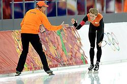 18-02-2014 SCHAATSEN: OLYMPIC GAMES: SOTSJI<br /> Jorrit Bergsma pakt de gouden medaille op de 10000 meter en wordt gefeliciteerd door Jillert Anema<br /> ©2014-FotoHoogendoorn.nl