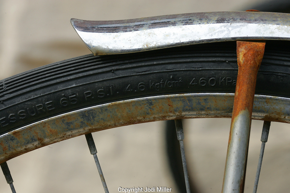 The rear tire and fender on a bike.