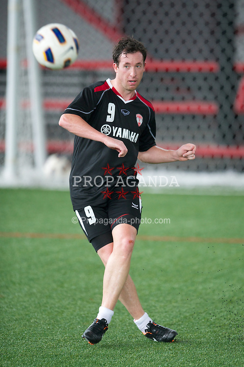 BANGKOK, THAILAND - Saturday, July 23, 2011: Former Liverpool player Robbie Fowler training with his new side Thailand football club, Muangthong United, at the Yamaha Stadium in Bangkok. (Photo by David Rawcliffe/Propaganda)
