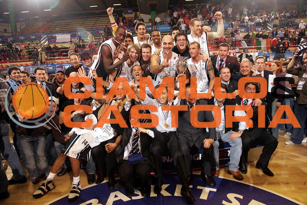 DESCRIZIONE : Forli Lega A1 2005-06 Coppa Italia Final Eight Tim Cup Carpisa Napoli Lottomatica Virtus Roma <br /> GIOCATORE : Team Napoli Coppa <br /> SQUADRA : Carpisa Napoli <br /> EVENTO : Campionato Lega A1 2005-2006 Coppa Italia Final Eight Tim Cup Finale <br /> GARA : Carpisa Napoli Lottomatica Virtus Roma <br /> DATA : 19/02/2006 <br /> CATEGORIA : Esultanza <br /> SPORT : Pallacanestro <br /> AUTORE : Agenzia Ciamillo-Castoria/P.Lazzeroni <br /> Galleria : Coppa Italia 2005-2006 <br /> Fotonotizia : Forli Campionato Italiano Lega A1 2005-2006 Coppa Italia Final Eight Tim Cup Finale Carpisa Napoli Lottomatica Virtus Roma <br /> Predefinita :