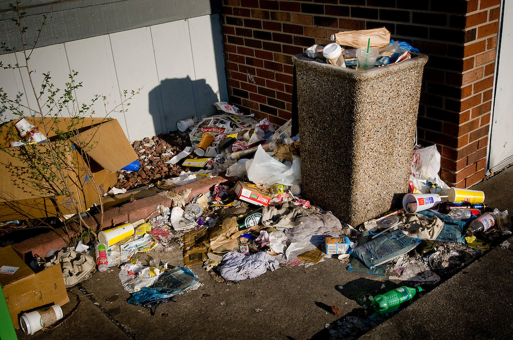 Overflowing trash by a parking lot in northwestern Chicago.<br /> <br /> <br /> Green Chicago.Photographer: Chris Maluszynski /MOMENT