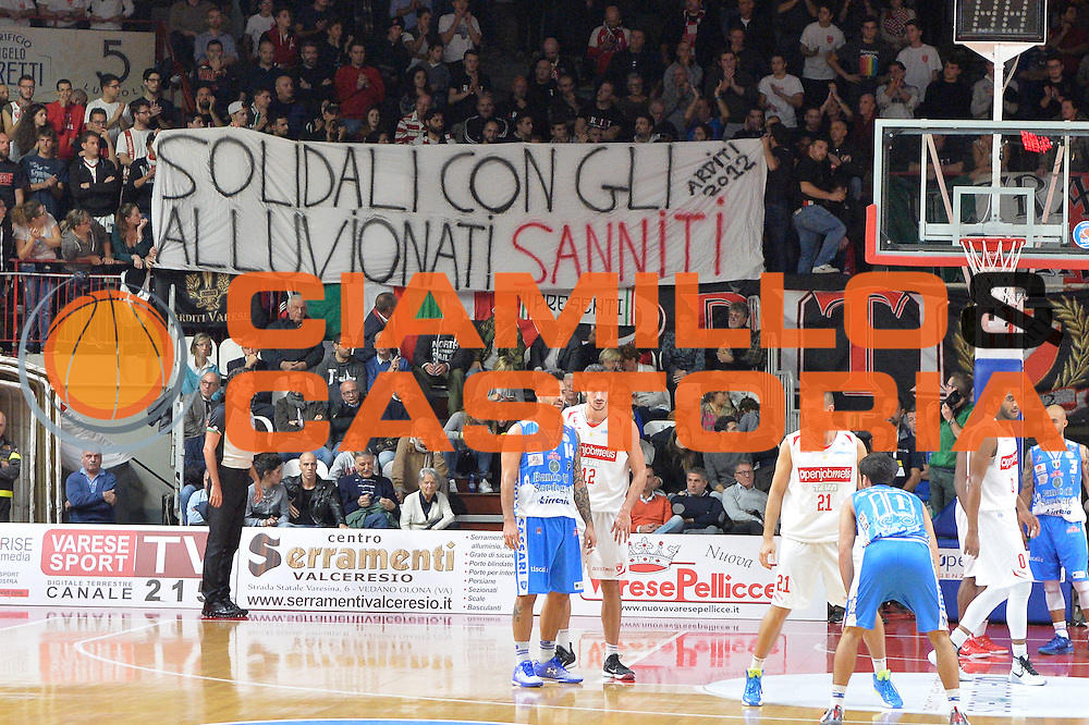 DESCRIZIONE : Varese, Lega A 2015-16 Openjobmetis Varese Dinamo Banco di Sardegna Sassari<br /> GIOCATORE : Pubblico<br /> CATEGORIA : Tifosi<br /> SQUADRA : Openjobmetis Varese<br /> EVENTO : Campionato Lega A 2015-2016<br /> GARA : Openjobmetis Varese vs Dinamo Banco di Sardegna Sassari<br /> DATA : 26/10/2015<br /> SPORT : Pallacanestro <br /> AUTORE : Agenzia Ciamillo-Castoria/I.Mancini<br /> Galleria : Lega Basket A 2015-2016 <br /> Fotonotizia : Varese  Lega A 2015-16 Openjobmetis Varese Dinamo Banco di Sardegna Sassari<br /> Predefinita :