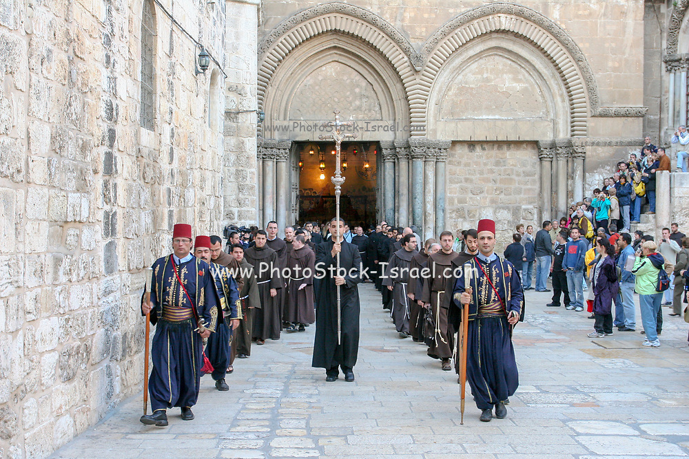 Israel, Jerusalem, Holy light ceremony at the Church of the Holy holy sepulchre Saturday Easter