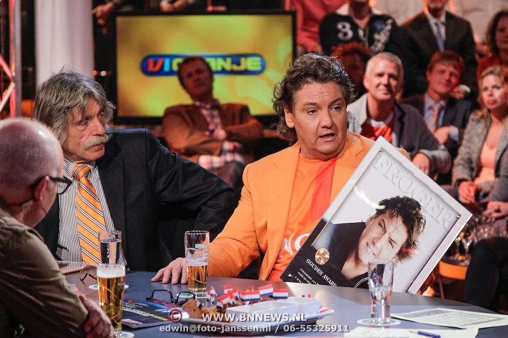 NLD/Scheveningen/20120604 - 1e uitzending VI Oranje met Wilfred Genee en Johan Derksen, Rene Froger krijgt gouden plaat