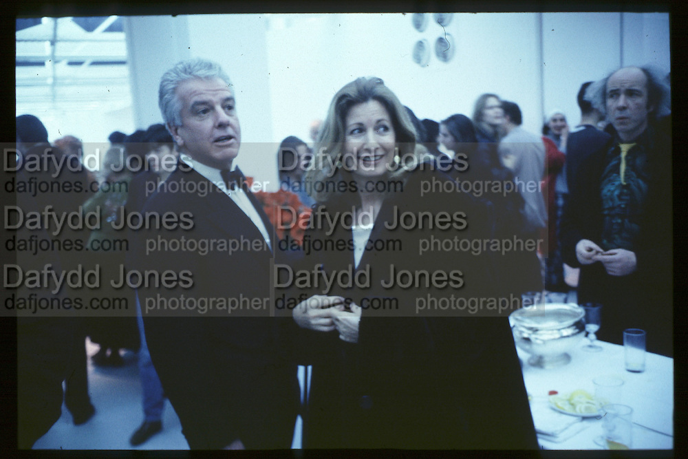 Nicholas Haslam and Kathleen Tynan, Young British Artists, Saatchi Gallery, 4.3.92© Copyright Photograph by Dafydd Jones 66 Stockwell Park Rd. London SW9 0DA Tel 020 7733 0108 www.dafjones.com