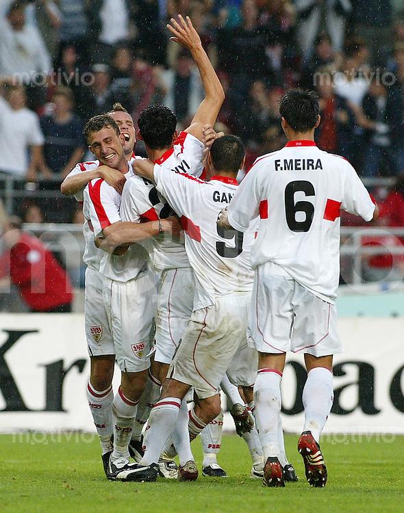 Fussball UI-Cup Finale 2002  VfB Stuttgart 2-0 OSC Lille JUBEL VfB nach dem 2-0 von Kevin Kuranyi (mitte) umarmz von Timo Wenzel (hinten,li) Marcelo Bordon (li) Ioan Viorel Ganea und Fernando Meira (re)