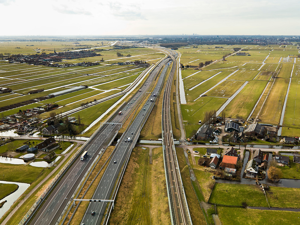 Nederland, Zuid-Holland, Gemeente Alkemade, 20-02-2012; infrastructuur bundel bestaande uit autosnelweg A4 en het hogesnelheidspoor HSL-Zuid (re) doorkruist het veenweidelandschap tussen Roelofarendsveen en kruist de Rijpwetering. .Infrastructure bundle consisting of A4 motorway and the high-speed (r) crosses the bog meadows area between Roelofarendsveen and Rijpwetering..luchtfoto (toeslag), aerial photo (additional fee required).copyright foto/photo Siebe Swart
