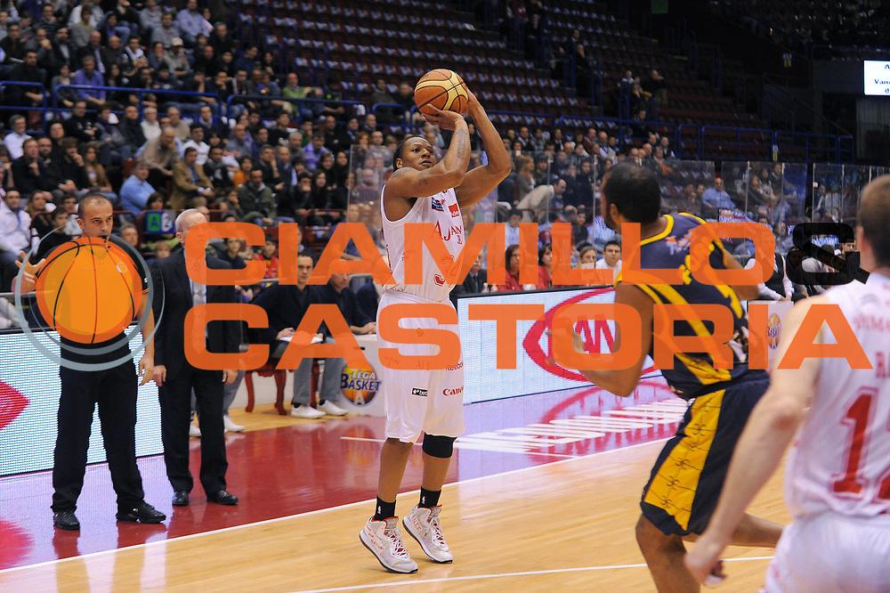 DESCRIZIONE : Milano Lega A 2010-11 Armani Jeans Milano Fabi Shoes Montegranaro<br />GIOCATORE : David Hawkins<br />SQUADRA : Armani Jeans Milano<br />EVENTO : Campionato Lega A 2010-2011<br />GARA : Armani Jeans Milano Fabi Shoes Montegranaro<br />DATA : 20/03/2011<br />CATEGORIA : Tiro<br />SPORT : Pallacanestro<br />AUTORE : Agenzia Ciamillo-Castoria/A.Dealberto<br />Galleria : Lega Basket A 2010-2011<br />Fotonotizia : Milano Lega A 2010-11 Armani Jeans Milano Fabi Shoes Montegranaro<br />Predefinita :