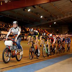 Bij de mannen finale van het Nationaal Kampioenschap Keirin in het Sportpaleis Alkmaarwint Matthijs Buchli afgetekend en is daarmee Nederlands Kampioen Keirin 2014