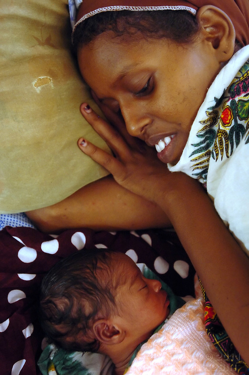Raliyo Kusow lies with her 11 day-old baby in the maternity ward of the hospital at Hagadera Refugee Camp in Dadaab, Kenya September 15, 2006. ..Photograph by Erin Lubin .