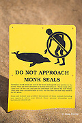 warning sign for endangered Hawaiian monk seal, Monachus schauinslandi, Maui, Hawaii ( Central Pacific Ocean )