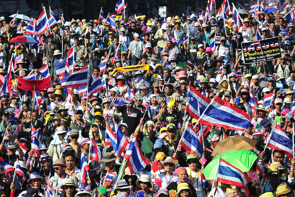 60914048<br /> Thailand's anti-government protesters rally to take over key intersection in Bangkok, Thailand, Jan. 13, 2014. The Bangkok shutdown led by anti- government protesters has affected more than 2 million people in the capital, the local media said here on Monday, 13th January 2014. Picture by  imago / i-Images<br /> UK ONLY