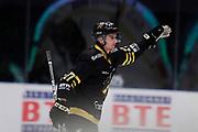 STOCKHOM 2017-10-18. Simon Fernholm i AIK jublar efter att ha gjort 4-1 under matchen i Hockeyallsvenskan mellan AIK och IF Bj&ouml;rkl&ouml;ven p&aring; Hovet, Stockholm, den 18 oktober 2017.<br /> Foto: Nils Petter Nilsson/Ombrello<br /> ***BETALBILD***