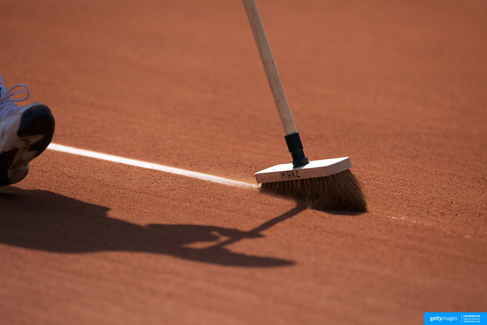 The lines are cleaned between sets at the French Open Tennis Tournament at Roland Garros, Paris, France on Monday, May 25, 2009. Photo  Tim Clayton.