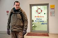 Erste Hilfe auf Polnisch: Seit vier Monaten betreut der Sozialarbeiter Stanislaw Szczerba polnische Obdachlose auf Hamburgs Straßen. Weil er ihre Sprache spricht, vertrauen sie ihm.  Einige wagen mit seiner Hilfe sogar einen Neustart in ihrer Heimat.