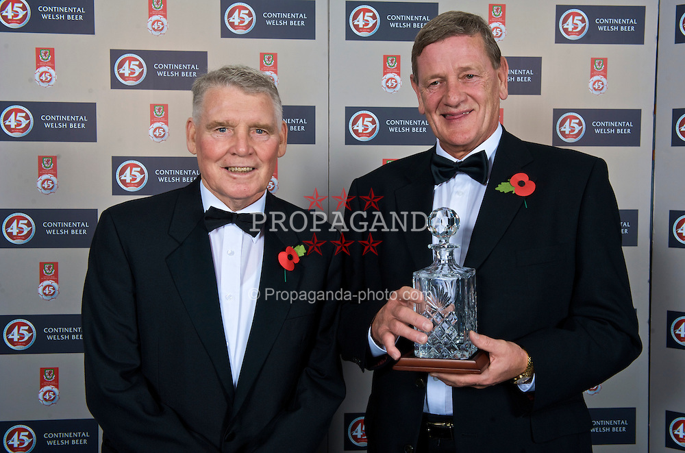 CARDIFF, WALES - Wednesday, November 11, 2009: Wales' Colin Baker and special award winner Gary Sprake during the Football Association of Wales Player of the Year Awards hosted by Brains SA at the Cardiff City Stadium. (Pic by David Rawcliffe/Propaganda)