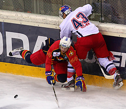 18.12.2011, Albert Schultz Halle, Wien, AUT, European Trophy, Finale, Jokerit vs EC Red Bull Salzburg, im Bild Antti Kerala, (Jokerit, #44) und Ryan Glenn, (EC Red Bull Salzburg, #43) , EXPA Pictures © 2011, PhotoCredit: EXPA/ T. Haumer