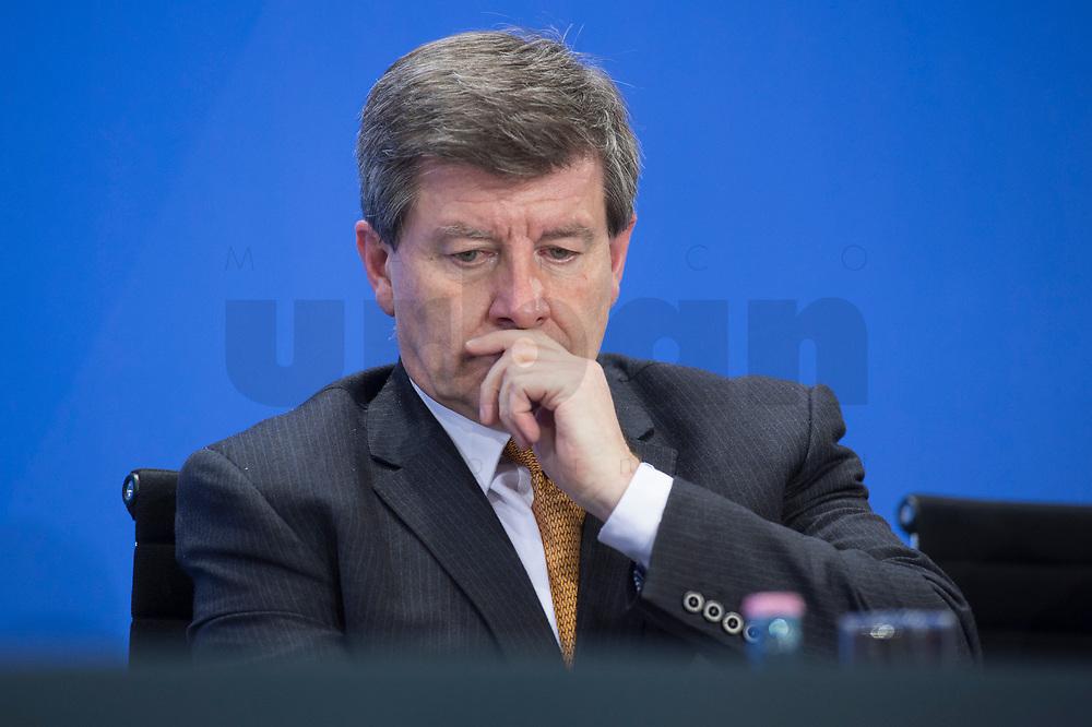 11 MAR 2015, BERLIN/GERMANY:<br /> Guy Ryder, Generaldirektors der IAO, waehrend einer Pressekonferenz nach einem Gespraech der Bundeskanzlerin mit den Vorsitzenden internationaler Wirtschafts- und Finanzorganisationen, Infosaal, Bundeskanzleramt<br /> IMAGE: 20150311-02-026