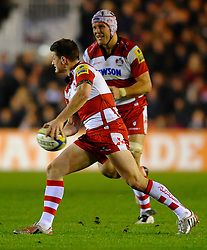 Gloucester Fly-Half (#10) Freddie Burns passes during the second half of the match - Photo mandatory by-line: Rogan Thomson/JMP - Tel: Mobile: 07966 386802 03/11/2012 - SPORT - RUGBY - Twickenham Stoop - London. Harlequins v Gloucester - Aviva Premiership