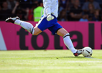 FUSSBALL   DFB POKAL 1. HAUPTRUNDE   SAISON 2009/2010    Kickers Emden - 1. FC Koeln                     01.08.2009 Symbolbild Fussball: Torwart beim Abstoss