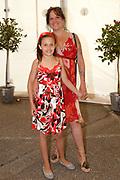 Premiere Cavalia, het showspektakel met 35 topartiesten en 50 paarden in de Big Top op P2 tegenover de Amsterdam ArenA.<br /> <br /> Op de foto: Xandra Brood en dochter Holly