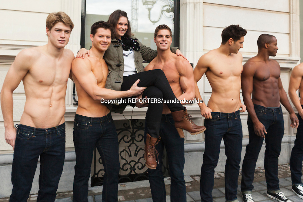 20111202 Brussels, Waterloolaan 20 -21. opening newAbercrombie & Fitch store is  on 8 december 2012. Male models promote the brand in front of the store during a week in Brussels. ©REPORTERS/sanderdewilde