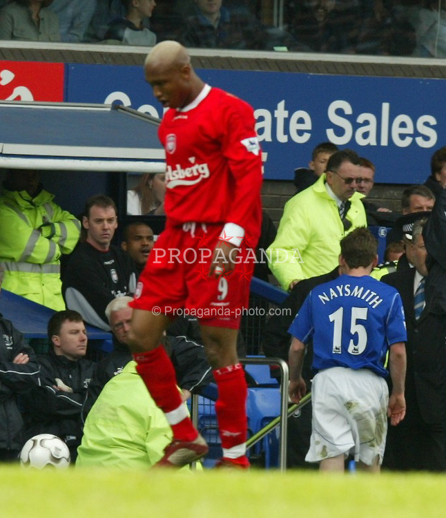 LIVERPOOL, ENGLAND - Saturday, April 19, 2003: Everton's Gary Naysmith walks down the tunnel past manager David Moyes after being sent off against Liverpool during the Merseyside Derby Premiership match at Goodison Park. (Pic by David Rawcliffe/Propaganda)