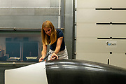 In Delft wordt de nieuwe VeloX  9 getest in de windtunnel. In september wil het Human Power Team Delft en Amsterdam, dat bestaat uit studenten van de TU Delft en de VU Amsterdam, tijdens de World Human Powered Speed Challenge in Nevada een poging doen het wereldrecord snelfietsen voor vrouwen te verbreken met de VeloX 9, een gestroomlijnde ligfiets. Het record is met 121,81 km/h sinds 2010 in handen van de Francaise Barbara Buatois. De Canadees Todd Reichert is de snelste man met 144,17 km/h sinds 2016.<br /> <br /> With the VeloX 9, a special recumbent bike, the Human Power Team Delft and Amsterdam, consisting of students of the TU Delft and the VU Amsterdam, also wants to set a new woman's world record cycling in September at the World Human Powered Speed Challenge in Nevada. The current speed record is 121,81 km/h, set in 2010 by Barbara Buatois. The fastest man is Todd Reichert with 144,17 km/h.