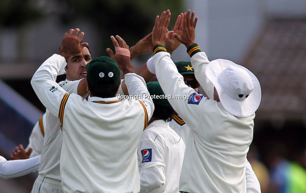 Umar Gul &amp; team mates celebrate the wicket of Brendon Mcullum on day 1 of the 2nd test at the Basin Reserve in Wellington, New Zealand v Pakistan, 15th January 2011.<br /> PHOTO: Grant Down / photosport.co.nz
