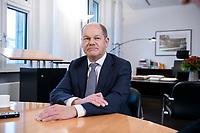 21 NOV 2018, BERLIN/GERMANY:<br /> Olaf Scholz, SPD, Bundesfinanzminister, waehrend einem Interview, in seinem Buero, Bundesministerium der Finanzen<br /> IMAGE: 20181121-01-013<br /> KEYWORDS: Büro